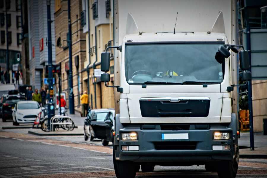 Cómo proteger a ciclistas y peatones en el tráfico urbano